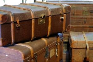 Ontruiming van zolder berging oude koffers