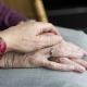 geruststelling bejaarde vrouw
